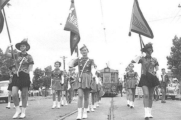marching girls closure tram 22